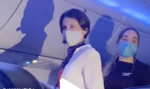 機内でいきなり暴言を吐きまくる女性