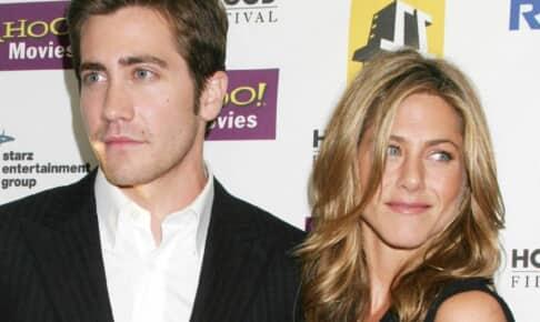 ジェイク・ギレンホール(左)、ジェニファー・アニストン(2005年撮影)